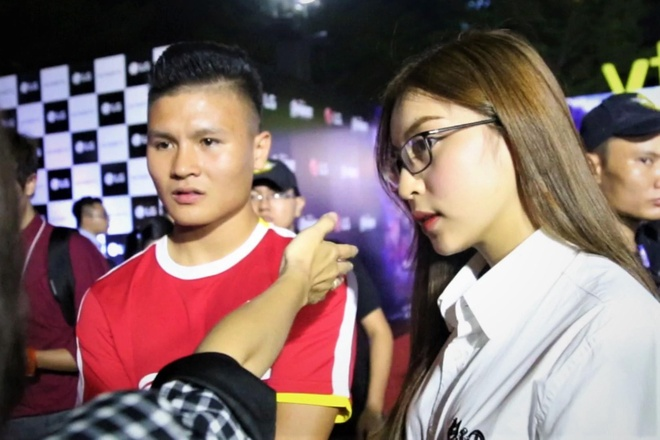 Quang Hai va ban gai gay chu y tai buoi chieu phim 'Avengers: Endgame' hinh anh
