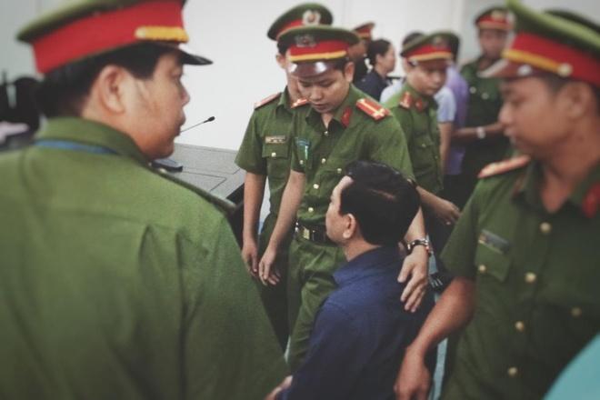 Nguyen Huu Linh mat binh tinh, lac dau khi nghe ban an 18 thang tu hinh anh