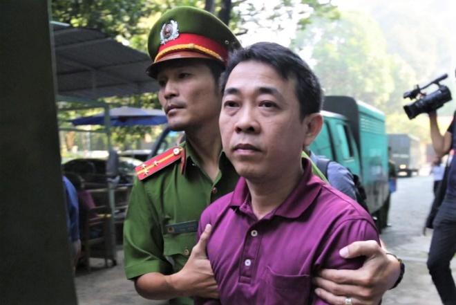 Cựu Tổng giám đốc VN Pharma thất thần khi hầu tòa
