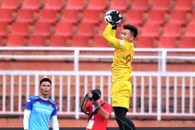Bui Tien Dung: 'Tu tin gap UAE vi co 2 tran bat chinh o CLB' hinh anh