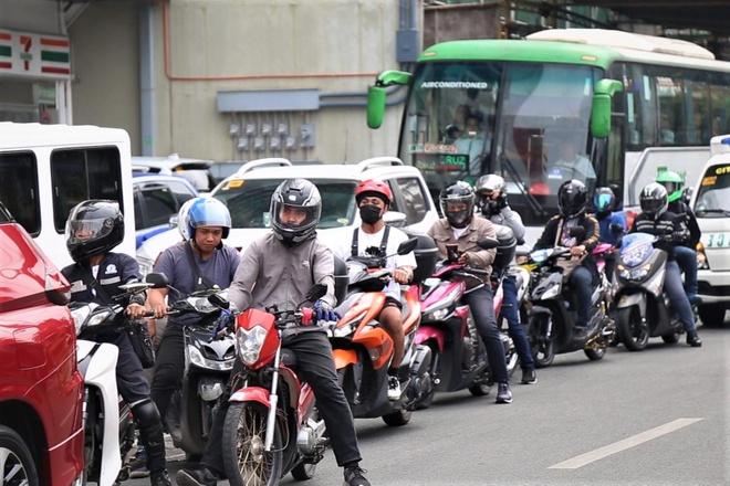 Khach san U22 Viet Nam dong quan nam giua diem ket xe o Manila hinh anh