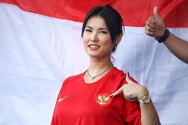 Maria Ozawa tren khan dai tran Thai Lan - Indonesia hinh anh