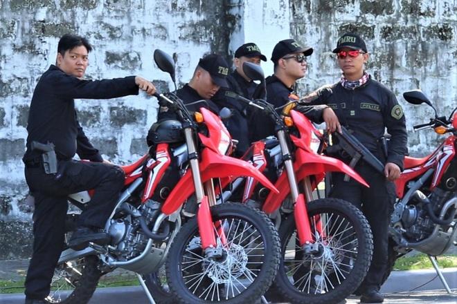 Canh sat Philippines bao ve buoi tap cua U22 Viet Nam hinh anh