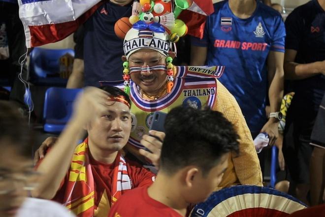 CDV Viet Nam va Thai Lan bat tay nhau sau tran hinh anh