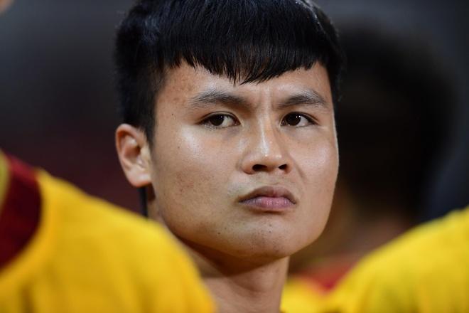 Quang Hai bang dui co vu dong doi hinh anh