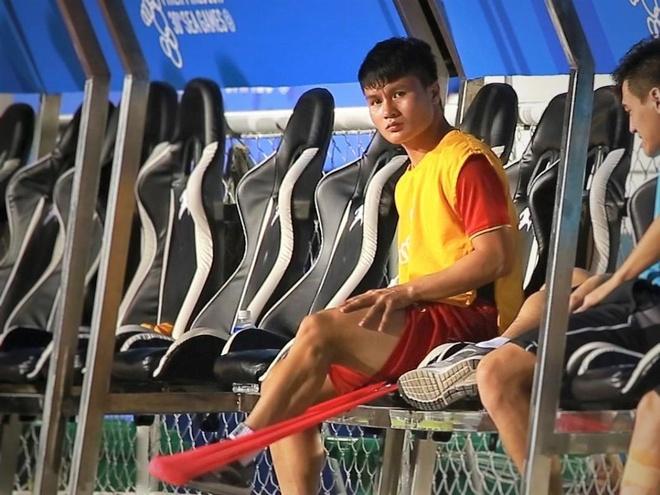 Quang Hai tap nhe trong gio nghi tran dau voi U22 Campuchia hinh anh