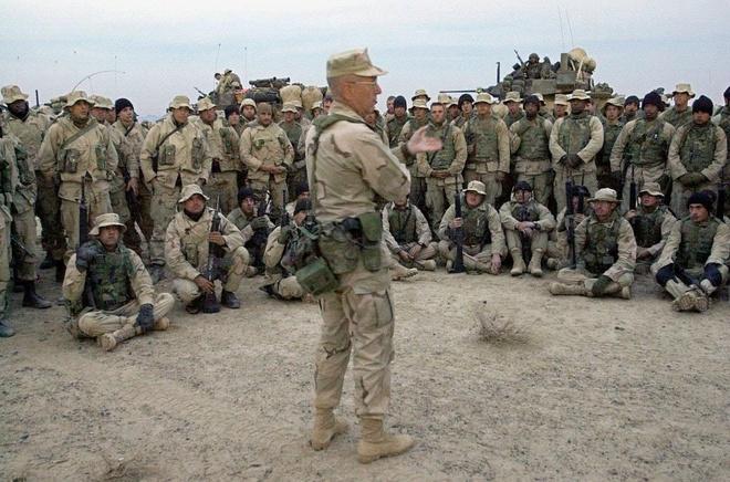 Chưa ra sạp, 'binh pháp' của cựu Bộ trưởng Quốc phòng Mỹ giảm nửa giá