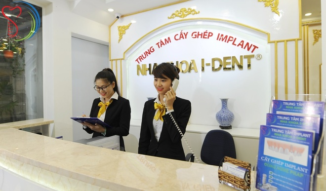 Trong rang Implant gia tot, hoan thien tham my cho nu cuoi hinh anh 2