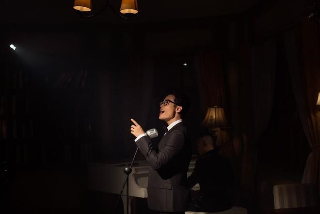 Sau 'See Sing Share', Ha Anh Tuan thang hoa voi MV dam chat nhac kich hinh anh 4
