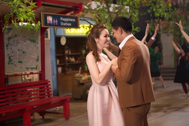 Sau 'See Sing Share', Ha Anh Tuan thang hoa voi MV dam chat nhac kich hinh anh 7