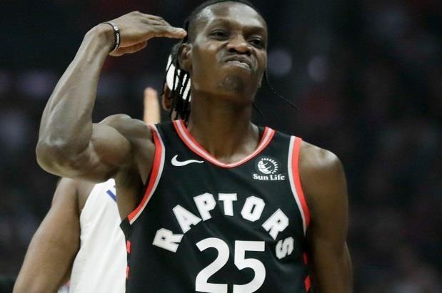 Cu block khien doi thu nga xuong san cua sao NBA hinh anh