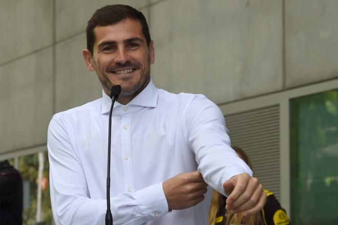 Iker Casillas quyet dinh giai nghe o tuoi 38 hinh anh 1 TALKSPORT_Casillas_1.jpg