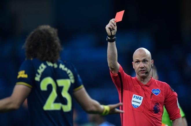 Cđv Arsenal đoi Tống Cổ David Luiz Sau Trận Thua Man City Bong đa Anh