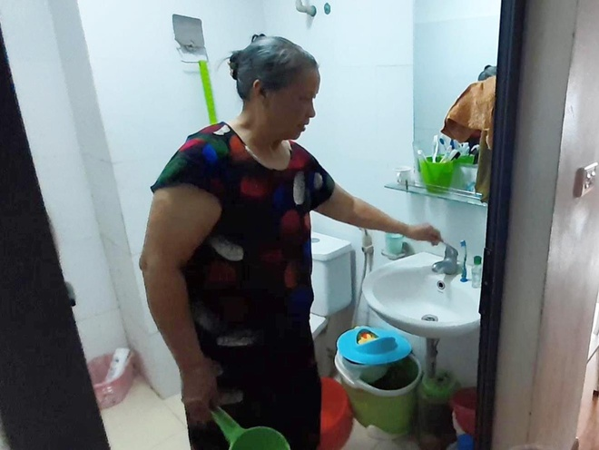 Hang nghin nguoi dan Tan Tay Do khon kho vi 4 ngay khong co nuoc sach hinh anh