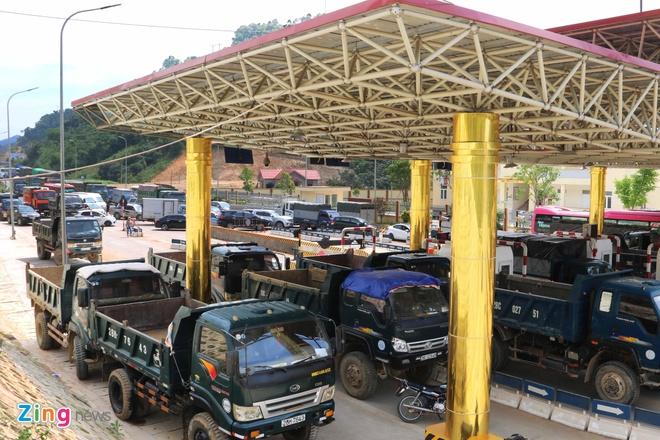 Dan chan het 6 lan xe, tram thu phi BOT Hoa Lac - Hoa Binh te liet hinh anh 2