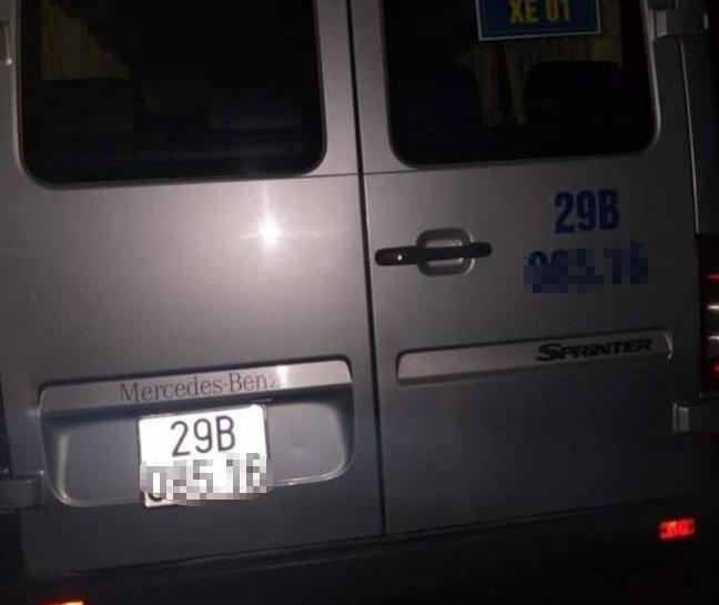 Tài xế tử vong trong xe đưa đón học sinh