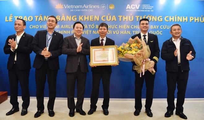 Tang bang khen cua Thu tuong cho to bay den Vu Han hinh anh 1 anh_3_1581576950_width1832height1080.jpg