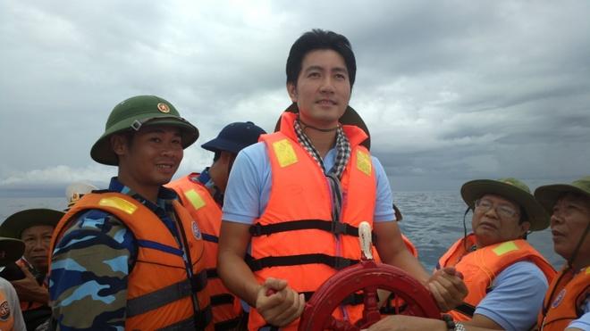 Nguyen Phi Hung tung MV tang chien si Truong Sa hinh anh
