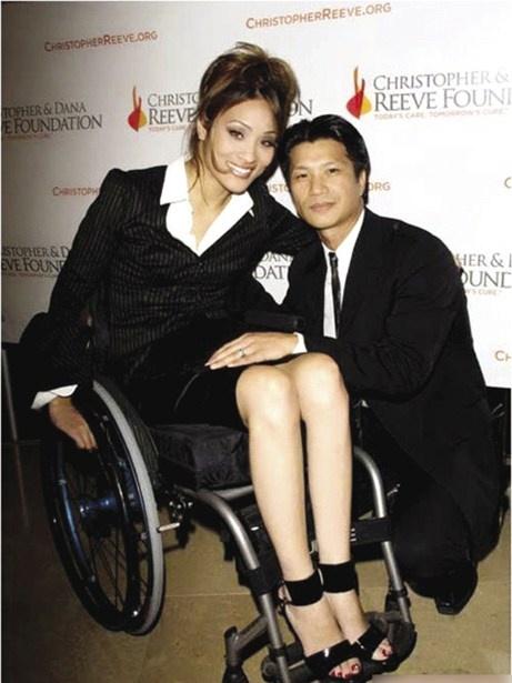 Dustin Nguyen va bi an dang sau cuoc hon nhan moi hinh anh 1