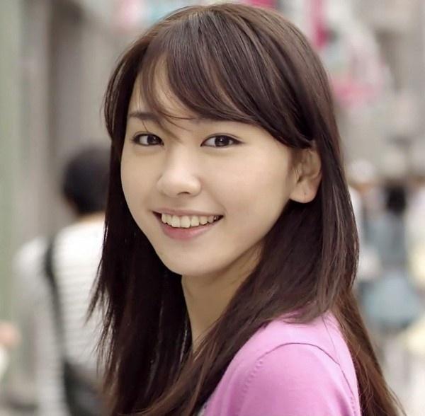 13: Nữ ca sĩ, diễn viên thần tượng nổi tiếng Nhật Bản Aragaki Yui.