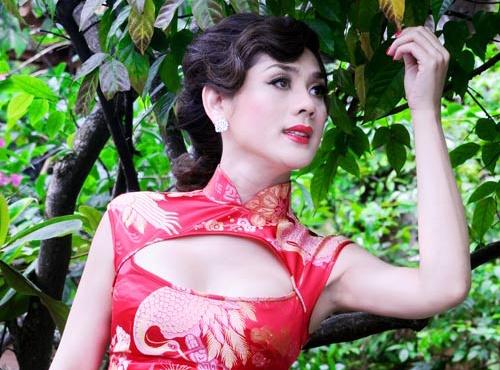 Lam Chi Khanh tung yeu 5 nguoi dan ong truoc khi chuyen gioi hinh anh