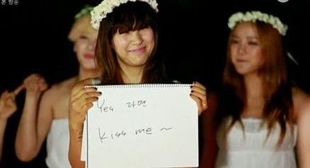 Man cau hon nguoc lang man cua Lee Hyori voi chong hinh anh