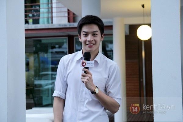 Hot boy Phu 'Tuoi noi loan' noi 'Anh yeu em' voi fan Viet hinh anh 2