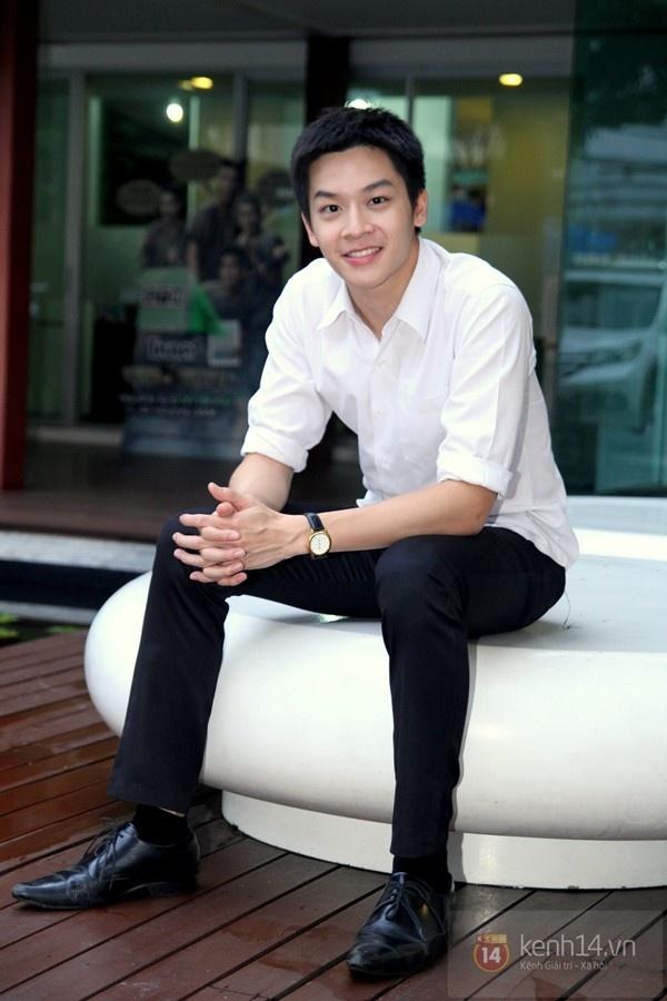 Hot boy Phu 'Tuoi noi loan' noi 'Anh yeu em' voi fan Viet hinh anh 3