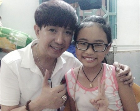 Long Nhat ung ho gia dinh My Chi cho con chay show hinh anh