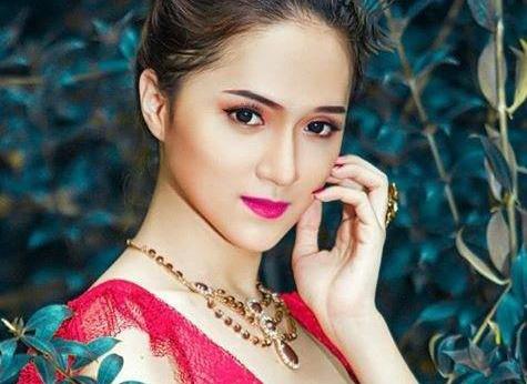 Huong Giang Idol ke ve ngay chuyen gioi dau don o Thai Lan hinh anh