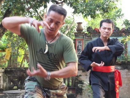 Trung Hieu lan dau dong cap cung top 10 hoa hau hinh anh