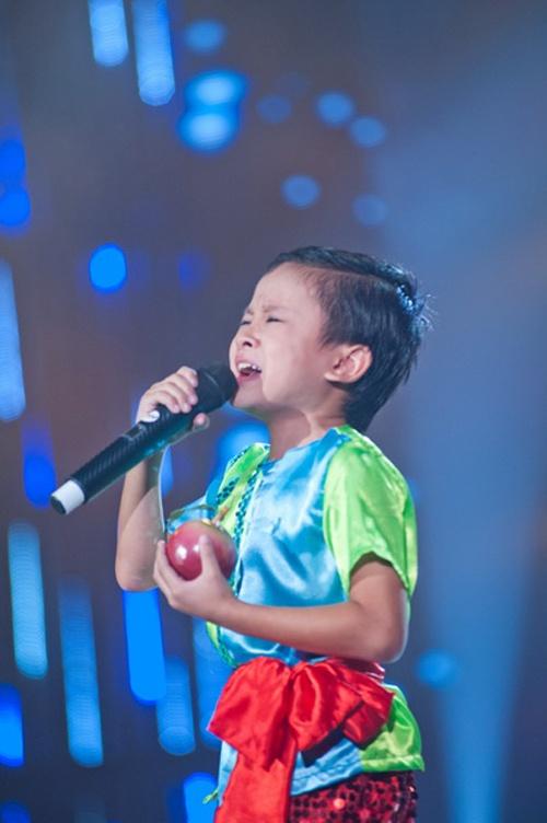 Dung bien Phuong My Chi thanh Angela Phuong Trinh thu hai hinh anh 4