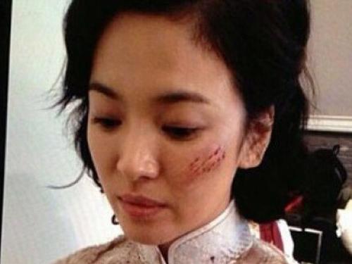 Song Hye Kyo 'bam dap' trong phien ban 'Titanic chau A' hinh anh
