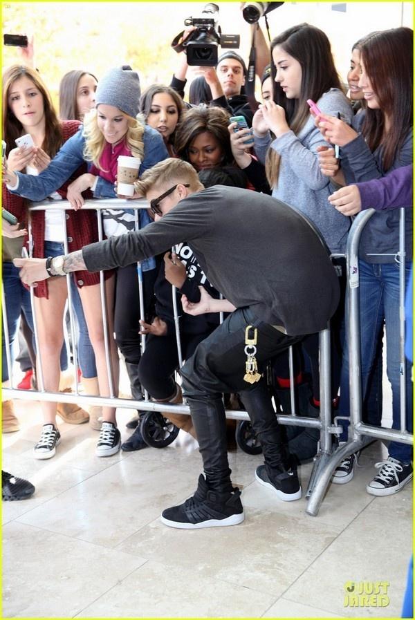 Fan ta hoa vi Justin Bieber tiet lo bo ca hat hinh anh 3