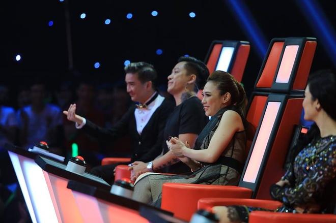 'Tuan Hung khong con lep ve truoc My Tam, Dam Vinh Hung' hinh anh 1 Hai thí sinh của đội Tuấn Hưng trong tập 3 vòng Đối đầu đều được vào vòng liveshow.