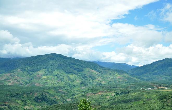 Phong cảnh mây, núi hòa vào làm một.