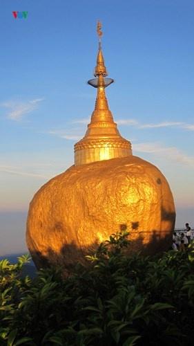 Ngoi chua doc dao tren Hon Da Vang o Myanmar hinh anh 11