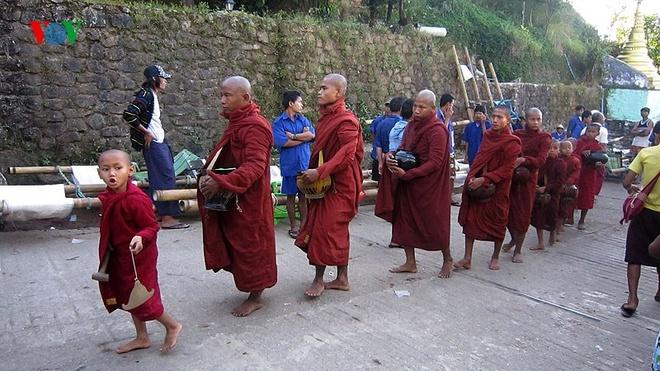 Ngoi chua doc dao tren Hon Da Vang o Myanmar hinh anh 13