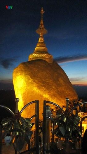 Ngoi chua doc dao tren Hon Da Vang o Myanmar hinh anh 4