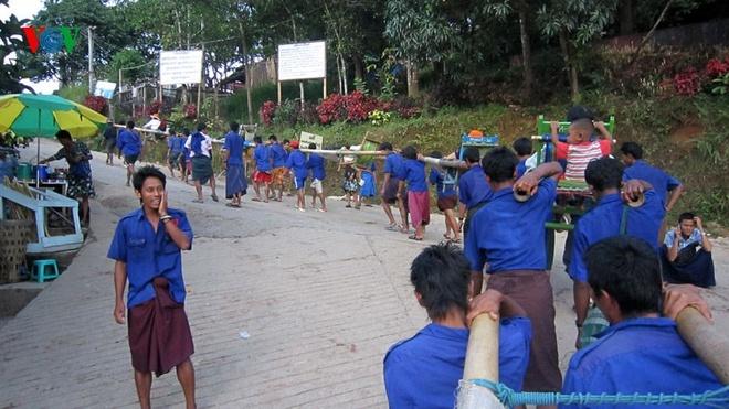 Ngoi chua doc dao tren Hon Da Vang o Myanmar hinh anh 8