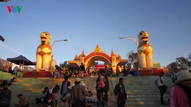 Ngoi chua doc dao tren Hon Da Vang o Myanmar hinh anh 9