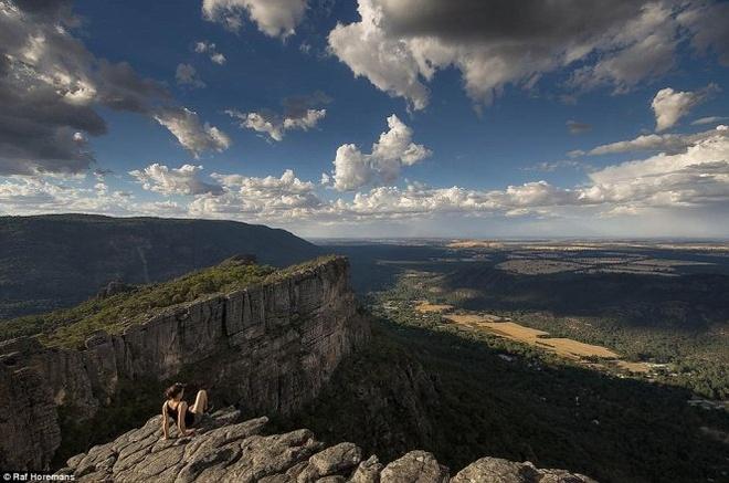 Anh chang lai xe xuyen Australia va sang Viet Nam chup anh hinh anh 3 Raf và bạn gái 22 tuổi xinh đẹp tên Annika có dịp ngắm những phong cảnh tuyệt đẹp.