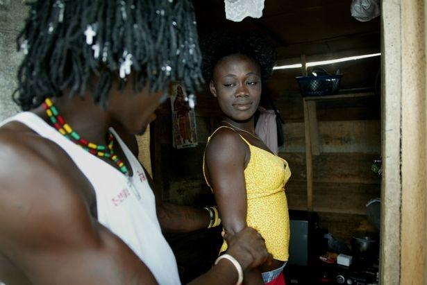 Cuoc song cua nhung co gai 'di khach' o Nigeria hinh anh