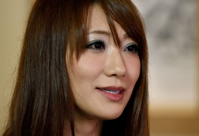 Nữ diễn viên phim khiêu dâm Saki Kozai chia sẻ với AFP về quá khứ đau buồn.  Ảnh: Getty.