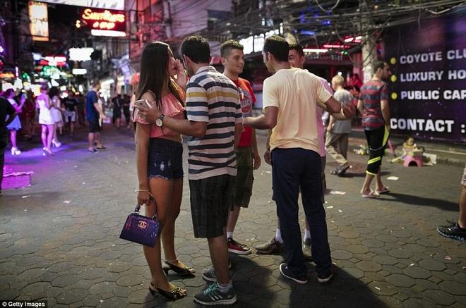 Pho den do Pattaya anh 2