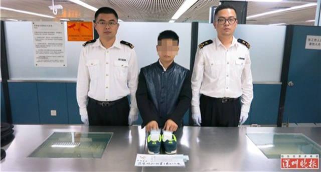 Khach Hong Kong giau 1.000 vien kim cuong trong giay hinh anh 1