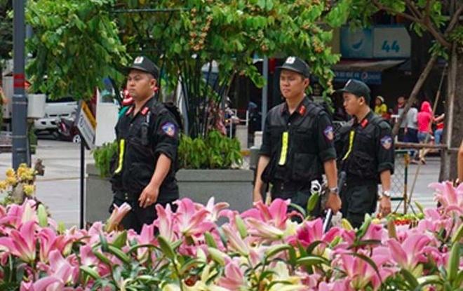 900 nguoi tham gia giu an ninh duong hoa Nguyen Hue hinh anh