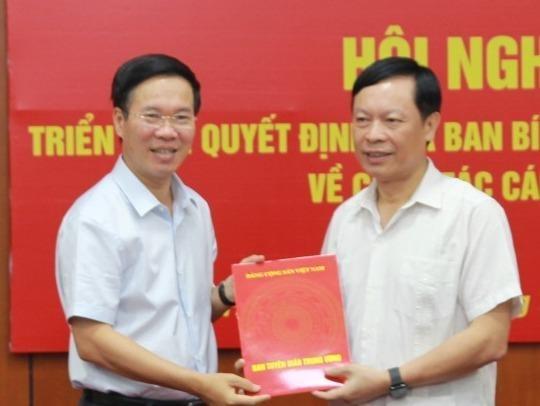 Ong Pham Van Linh giu chuc Pho chu tich Hoi dong ly luan Trung uong hinh anh