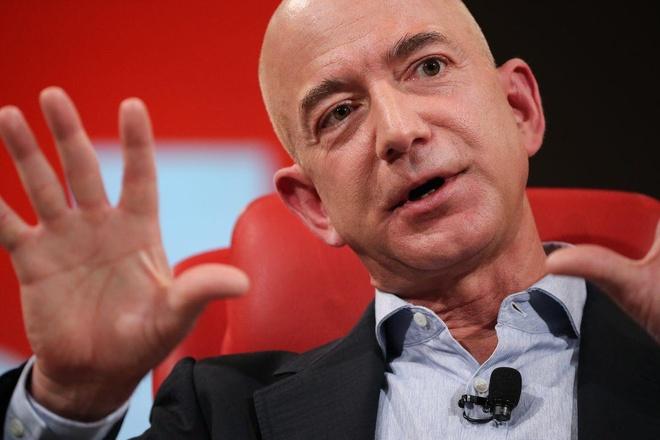 Ty phu Jeff Bezos da giau lai cang giau hon nho co phieu Uber hinh anh 1