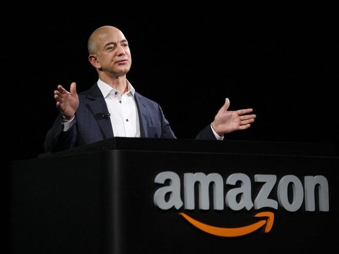 Trong 15 phut, ty phu Jeff Bezos kiem so tien mot nguoi My lam ca doi hinh anh 5